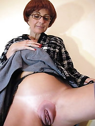 Raunchy experienced GILF is giving him what he wants