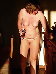 Aged MILF is baring it all on pix